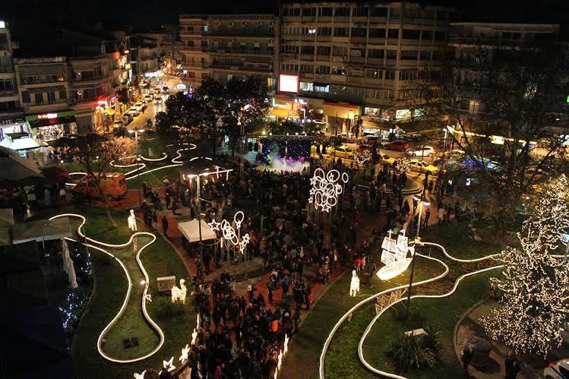 Βημα...τίζοντας: Η Πόλη Ντύνεται Στα Γιορτινά