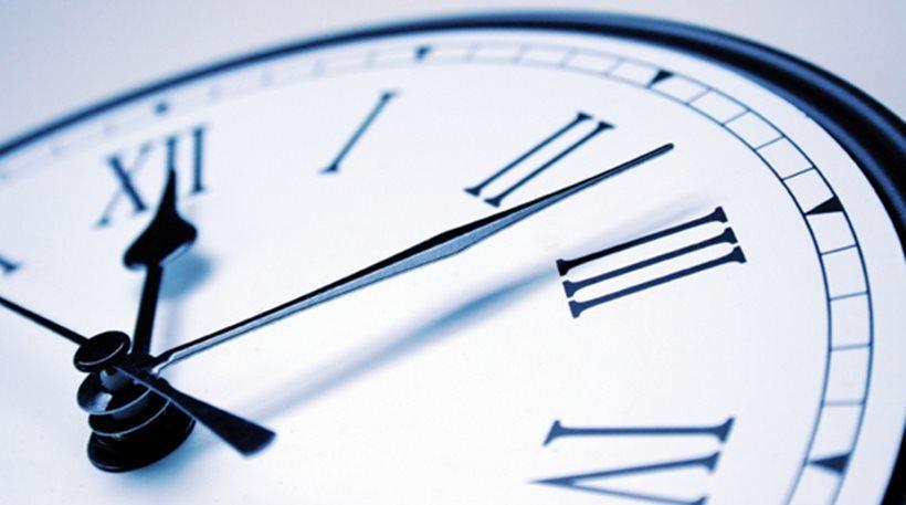 Μια Ώρα Μπροστά Γυρίζουν Τα Ρολόγια