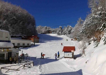 Άνοιξη Με Χιόνι Στο Χιονοδρομικό