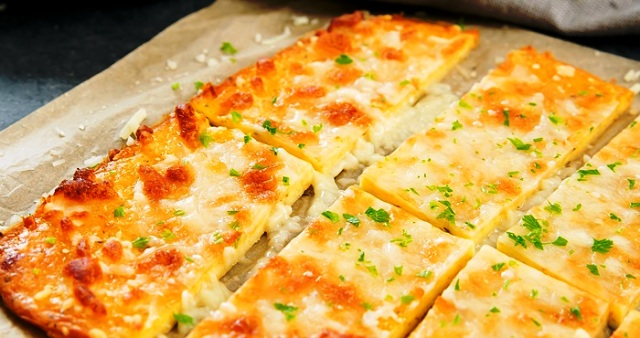 Low-Carb-Cheese-Crust-Breadsticks-7A