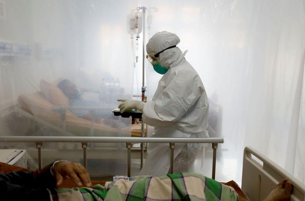 2021-01-26T090100Z_1718483140_Rc2Lfl9Xp0U0_Rtrmadp_5_Health-Coronavirus-Indonesia-1-1024X674