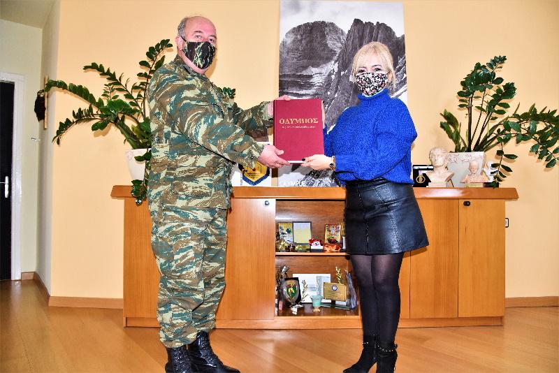 Ο Νέος Διοικητής Της Xxiv Τεθωρακισμένης Ταξιαρχίας   Επισκέφτηκε Την  Αντιπεριφερειάρχη Σ. Μαυρίδου