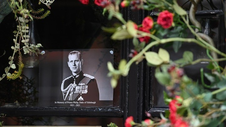 Κανονιοβολισμοί Και Τήρηση Ενός Λεπτού Σιγής Στη Μνήμη Του Πρίγκιπα