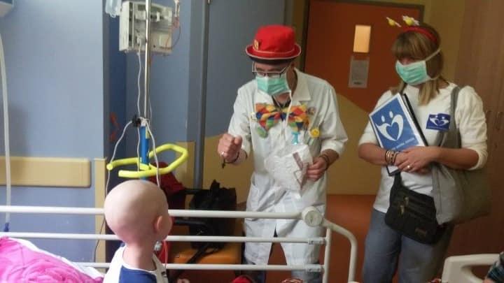 Οι Άνθρωποι Που Νικάνε Την Μοναξιά Των Γιορτών Στα Νοσοκομεία