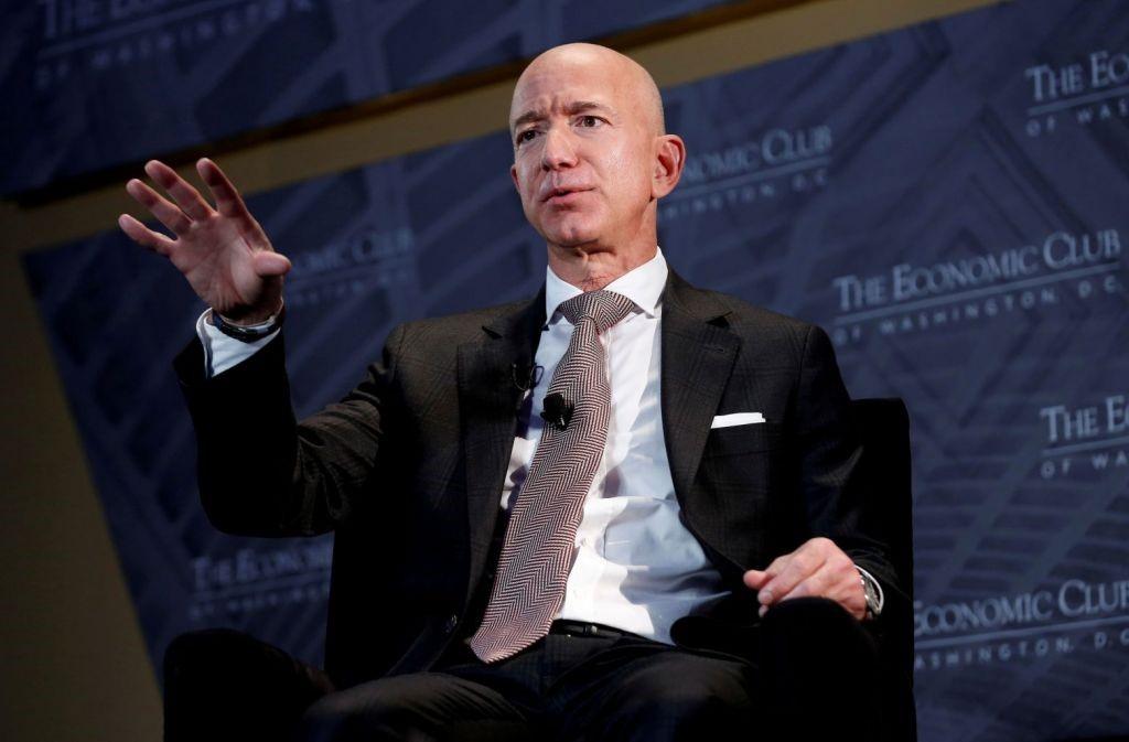 Ο Πλουσιότερος Άνθρωπος Του Κόσμου Ζητά Αύξηση Φόρων Για Τις Επιχειρήσεις