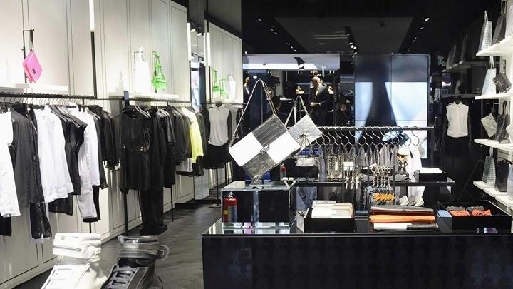 Ο Κορονοϊός Πλήγμα Στη Βιομηχανία Της Μόδας