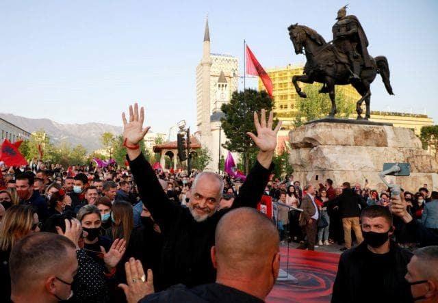 Ο Πρωθυπουργός Έντι Ράμα Δρομολογεί Την Καθαίρεση Του Προέδρου Ιλίρ Μέτα