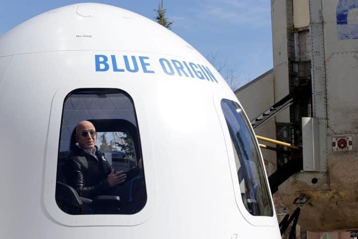 Στα 2 Εκατ. Δολάρια Οι Προσφορές Για Μια Θέση Στο Διαστημόπλοιο Του Τζεφ Μπέζος