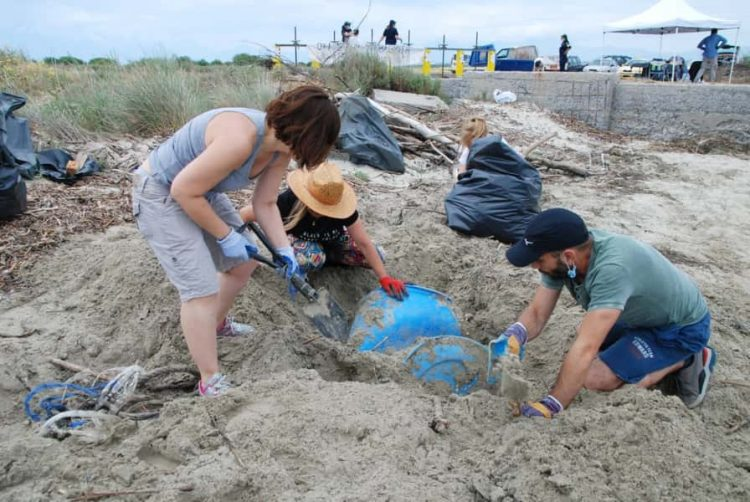 Απομακρύνθηκε Χθες 1,5 Τόνος Πλαστικών Από Την Παραλία Της Αλυκής Κίτρους