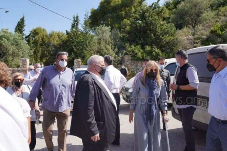 Με Πατερίτσα Η Μαρέβα Στο Μνημόσυνο Του Κωνσταντίνου Μητσοτάκη – Τι Συνέβη Στη Σύζυγο Του Πρωθυπουργού