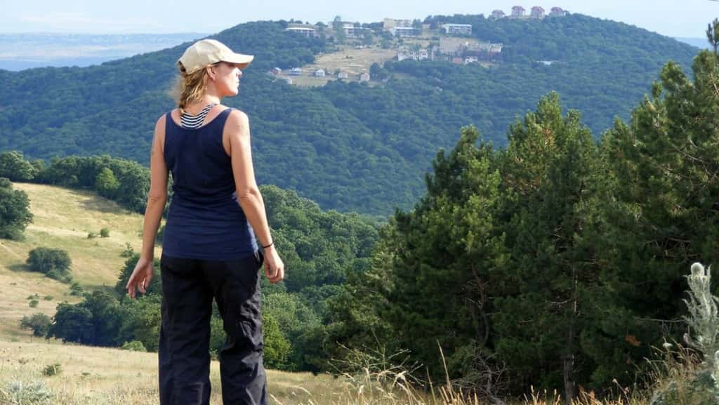 Άντζελα Μάξγουελ: Η Γυναίκα Που Περπάτησε (Κυριολεκτικά) Τον Κόσμο