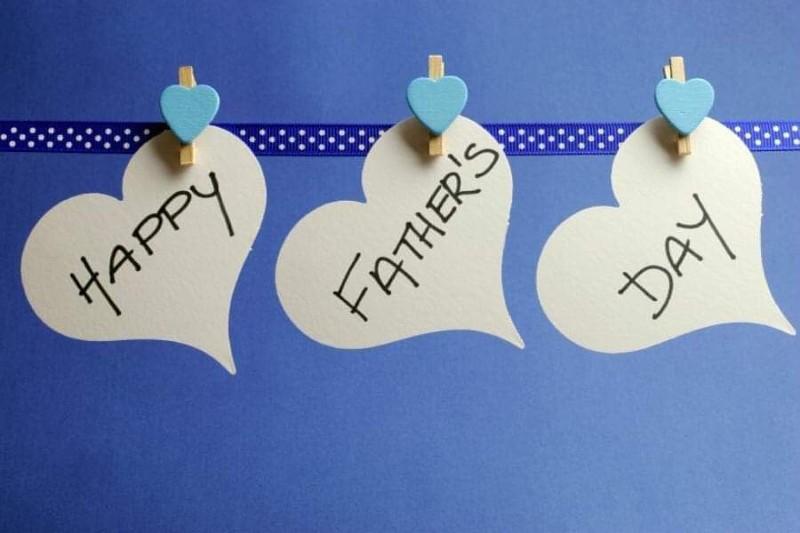 Γαλάζιες ανθοδέσμες για τη γιορτή του πατέρα