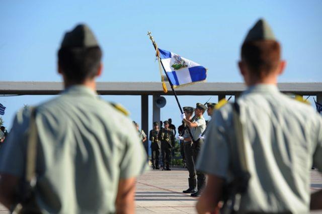 Χαλαρώνουν τα μέτρα για τον κορονοϊό στον στρατό