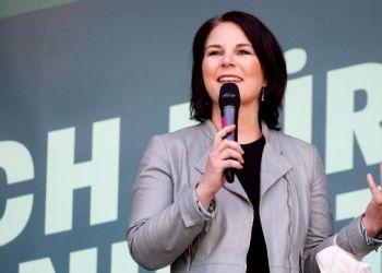 Η Αναλένα Μπέρμποκ με το 98,5% των ψήφων υποψήφια των Πρασίνων για την καγκελαρία