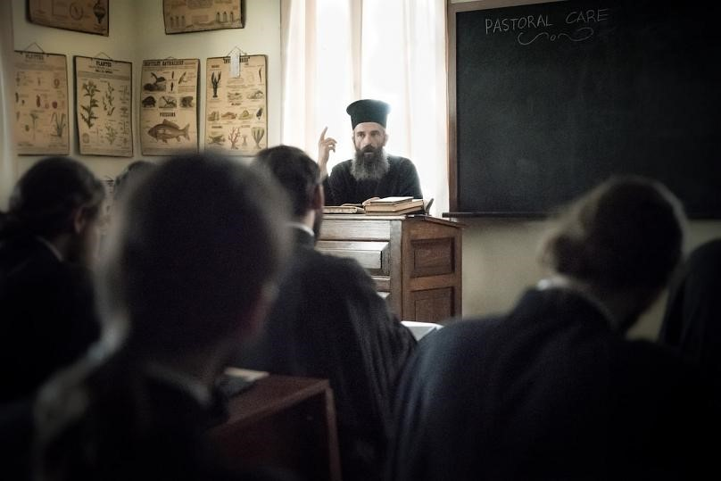 «Ο άνθρωπος του Θεού»: Η Γέλενα Πόποβιτς, ο Άρης Σερβετάλης και η συνάντηση με τον Άγιο Νεκτάριο