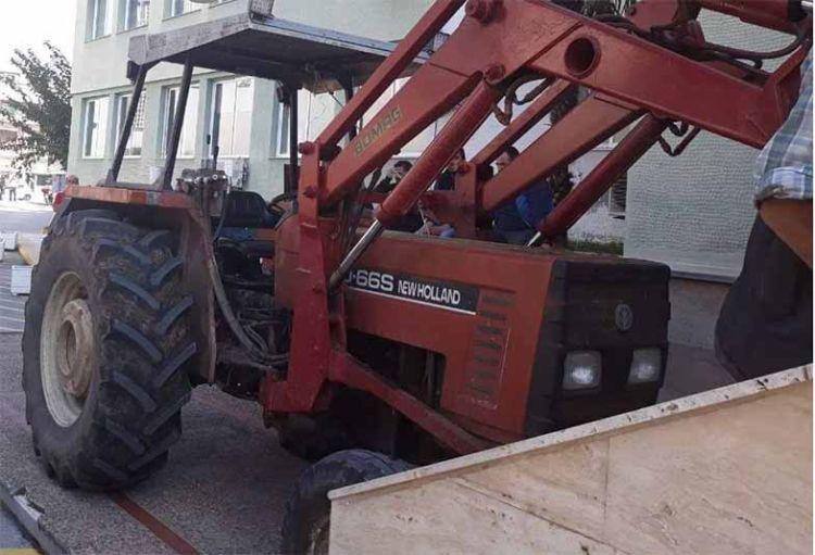 «Ζεσταίνουν» τα τρακτέρ οι αγρότες