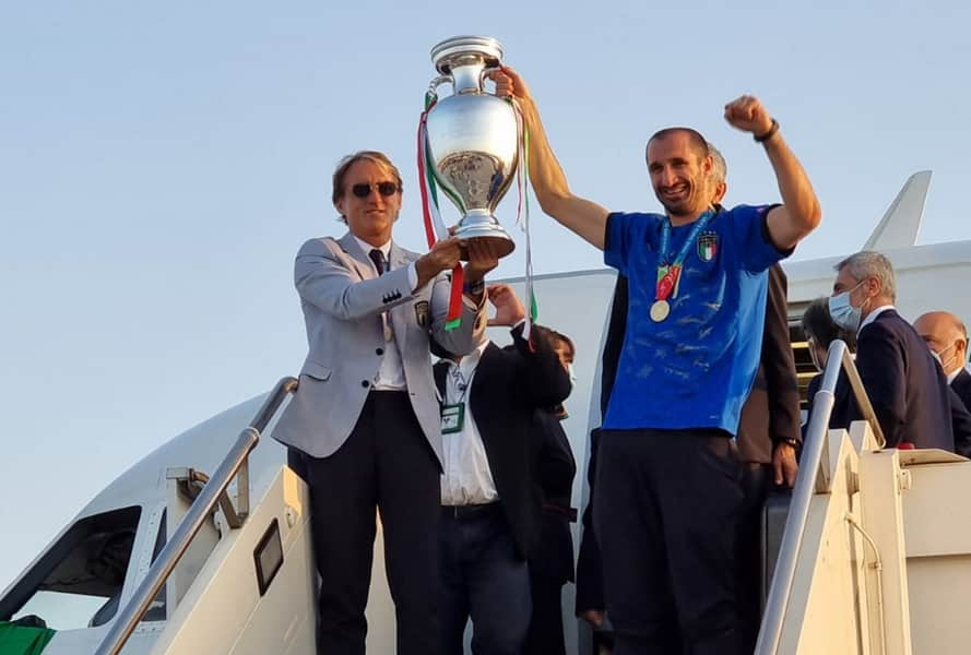 Η πρωταθλήτρια Ευρώπης επέστρεψε στη Ρώμη με το τρόπαιο του Euro