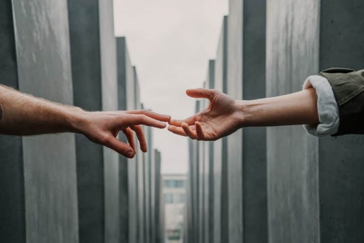 Ο Χρήστος Ζαμπούνης Μας Συστήνει Το… Savoir Vivre Της Πανδημίας