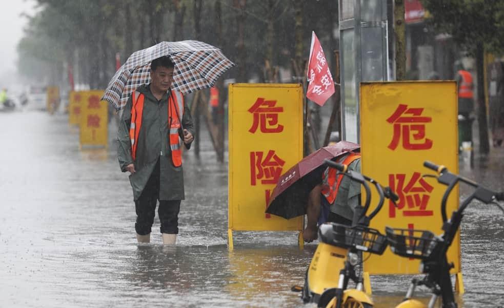 Πνίγηκε η Kίνα