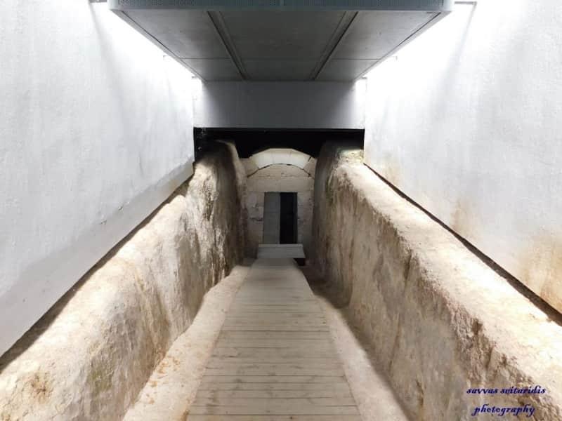 Στον τύμβο του Κορινού ο τάφος της Ολυμπιάδας