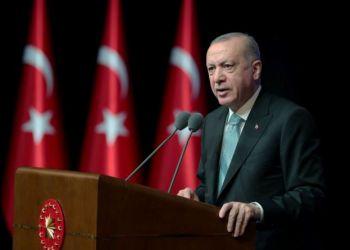Ο Αυτοεξόριστος Δημοσιογράφος Που «Εκθρονίζει» Τον Ερντογάν