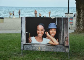 Υπαίθρια έκθεση στην Ολυμπιακή Ακτή με φωτογραφίες από «Μάνες του κόσμου»