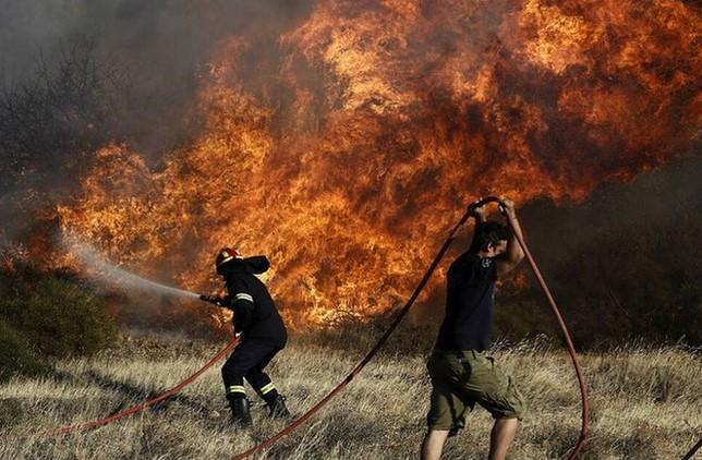 Φωτιά στη Βαρυμπόμπη: Κύμα συμπαράστασης στα Social Media από την ελληνική Showbiz