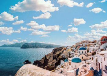 «Βούλιαξαν» τα θέρετρα από ξένους και έλληνες τουρίστες