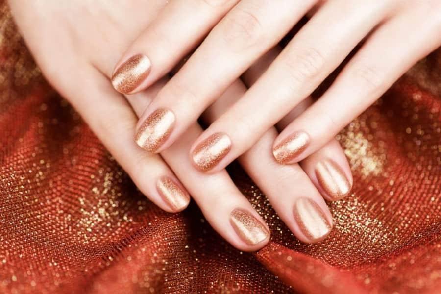 Bronze Nails: Η απόλυτη τάση του καλοκαιριού που πρέπει να δοκιμάσεις