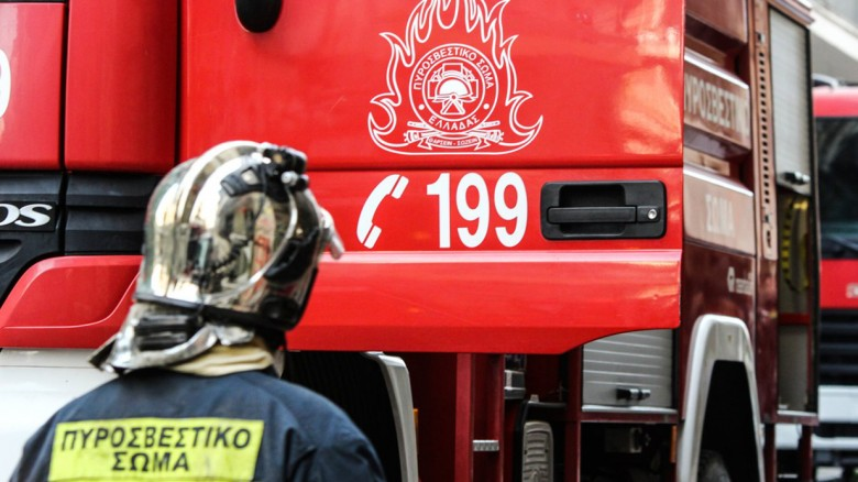 Φωτιά ξέσπασε τα ξημερώματα σε αποθήκη στην Κατερίνη