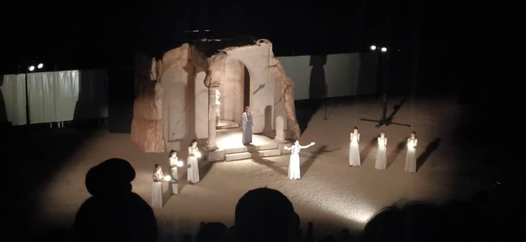 Η «Ιφιγένεια εν Ταύροις» του Ευριπίδη στο Αρχαίο Θέατρο του Δίου: μια κλασική παράσταση