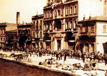 «Η Σμύρνη μάνα καίγεται» – Ο ματωμένος Αύγουστος του 1922 και η Μικρασιατική Καταστροφή