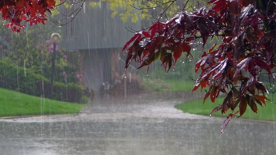 Καιρός: Βροχές και καταιγίδες στα ορεινά ηπειρωτικά