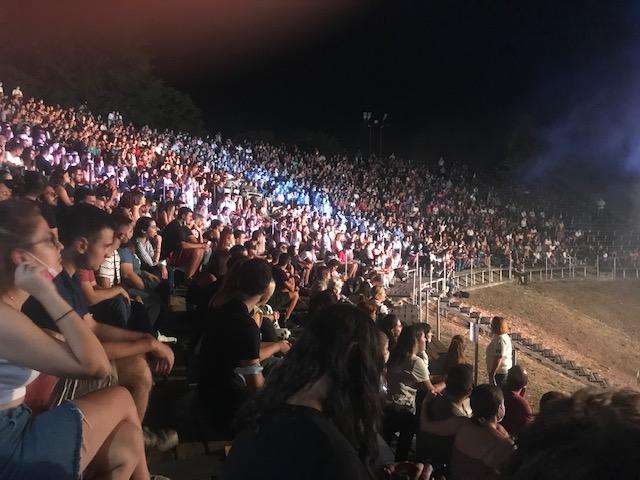 Κατενθουσίασε το κοινό της συναυλίας του στο αρχαίο θέατρο Δίου ο Σωκράτης Μάλαμας