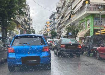 Κυκλοφοριακό κομφούζιο προκάλεσε η βροχή