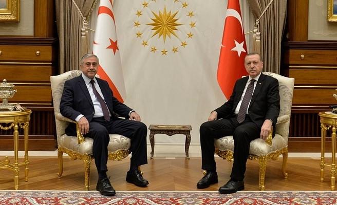 Ο Ακιντζί πυροβολεί τον Ερντογάν