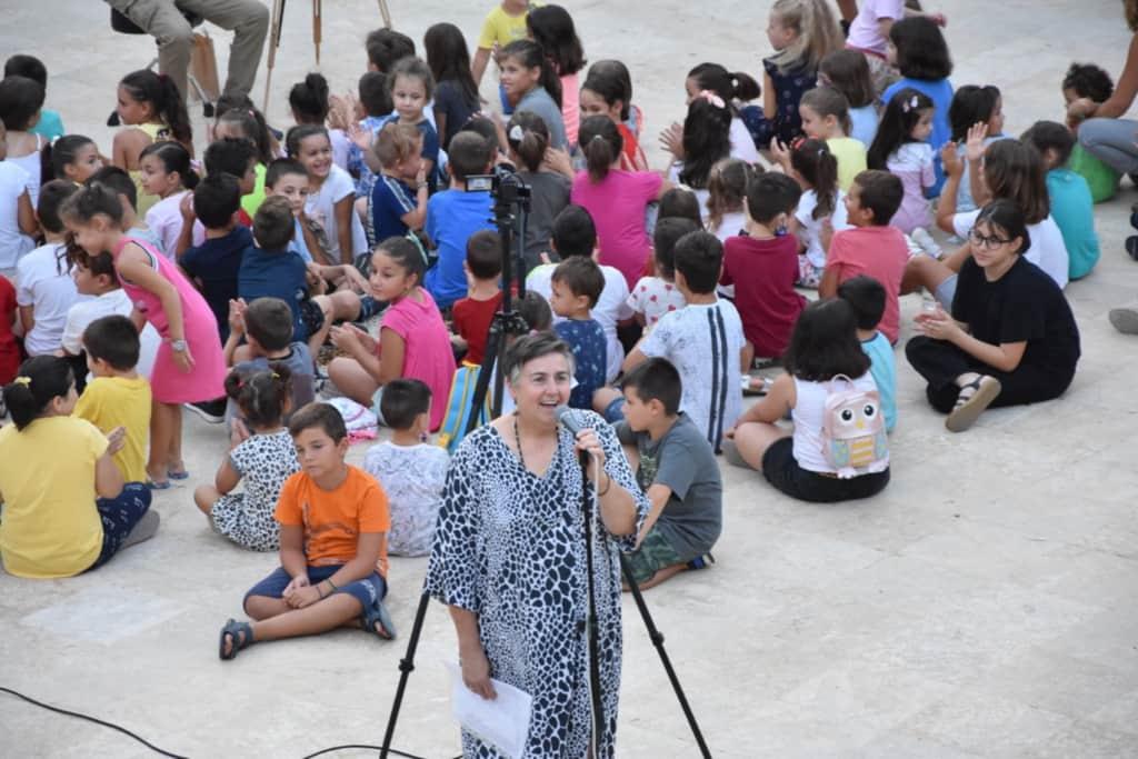 Τσάντες και βιβλία σε παιδιά πολυτέκνων που φέτος θα πάνε στην 1η Δημοτικού