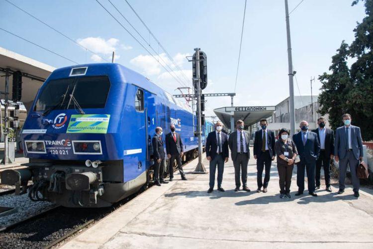 Η αμαξοστοιχία «connecting Europe Express» στον σταθμό Θεσσαλονίκης