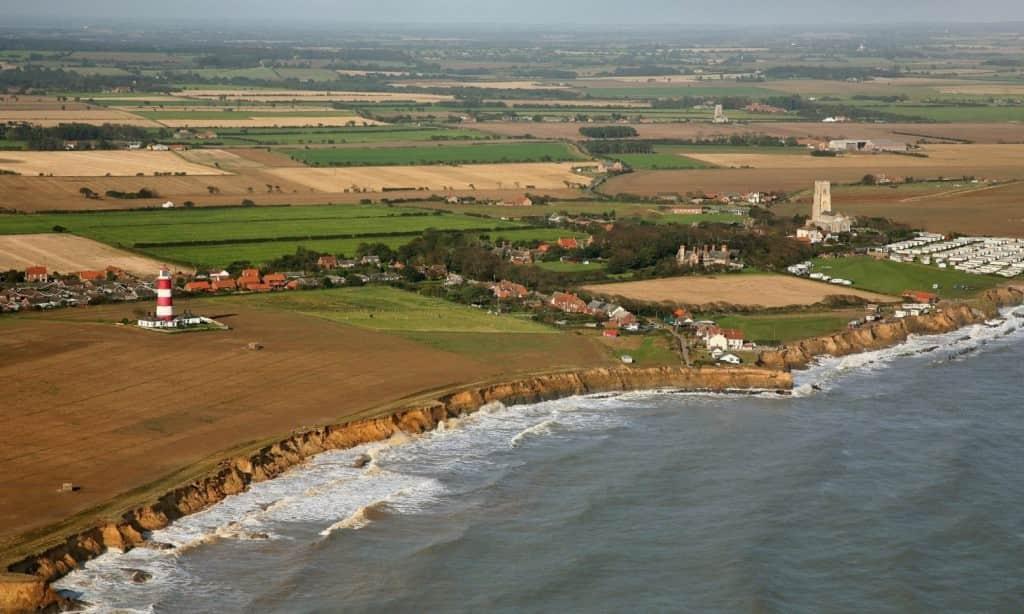 Η θάλασσα «καταπίνει» ένα ολόκληρο χωριό