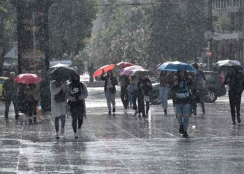 Καιρός Σήμερα: Παροδικές βροχές και καταιγίδες κατά τόπους ισχυρές