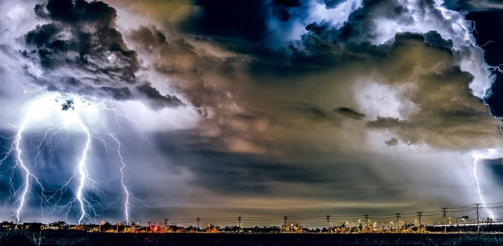 Καιρός σήμερα: Ισχυρές καταιγίδες και 8 μποφόρ – Πού θα ρίξει χαλάζι