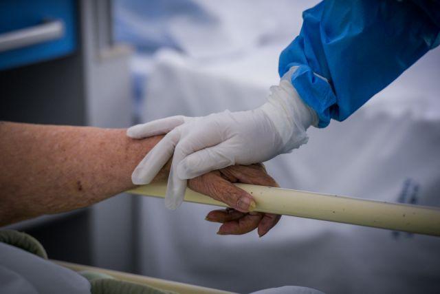 Κορονοϊός: 3040 κρούσματα, 42 θάνατοι, 333 διασωληνωμένοι