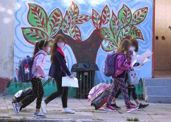 Κορονοϊός: Έξαρση κρουσμάτων στα παιδιά – Ένα βήμα πριν το Lockdown η Θεσσαλονίκη