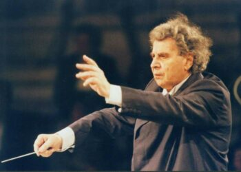 Μίκης Θεοδωράκης – Ο συνθέτης που ύμνησε την συμφωνική μουσική όσο το μπουζούκι