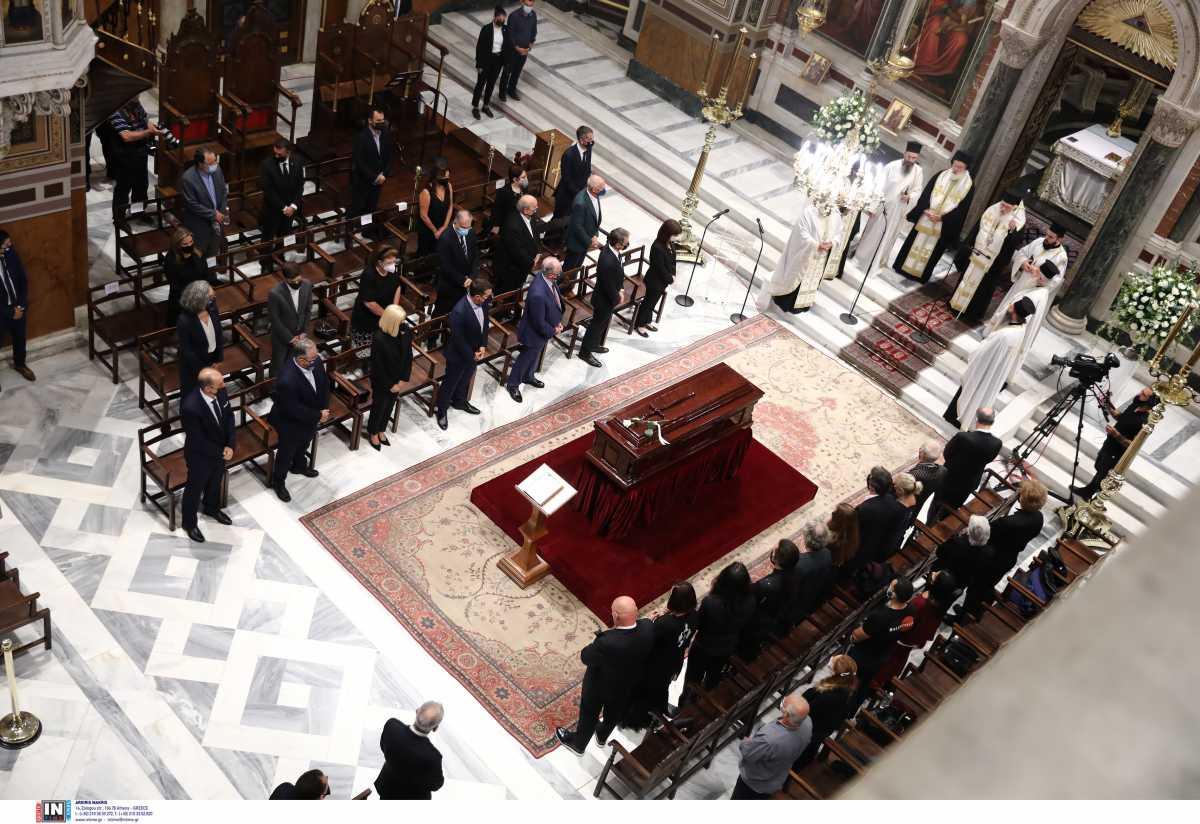 Μίκης Θεοδωράκης: Η Ελλάδα τον αποχαιρετά στην Μητρόπολη Αθηνών