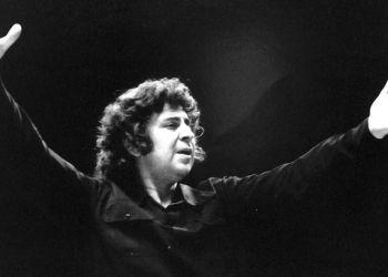 Μίκης Θεοδωράκης: Όταν χόρευε Rock N΄ Roll με τους νεολαίους της ΕΔΑ