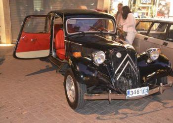Πλήθος κόσμου στην ανοιχτή έκθεση ιστορικών ΙΧ οχημάτων του ΣΙΑΒΕ στο πάρκο Λιτοχώρου
