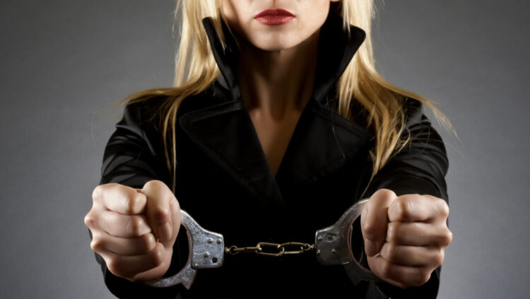 Πώς αποκαλύφθηκε η δράση του μοντέλου με την κοκαΐνη – Η παρακολούθηση μια εβδομάδα πριν συλληφθεί μαζί με τον σύντροφό της
