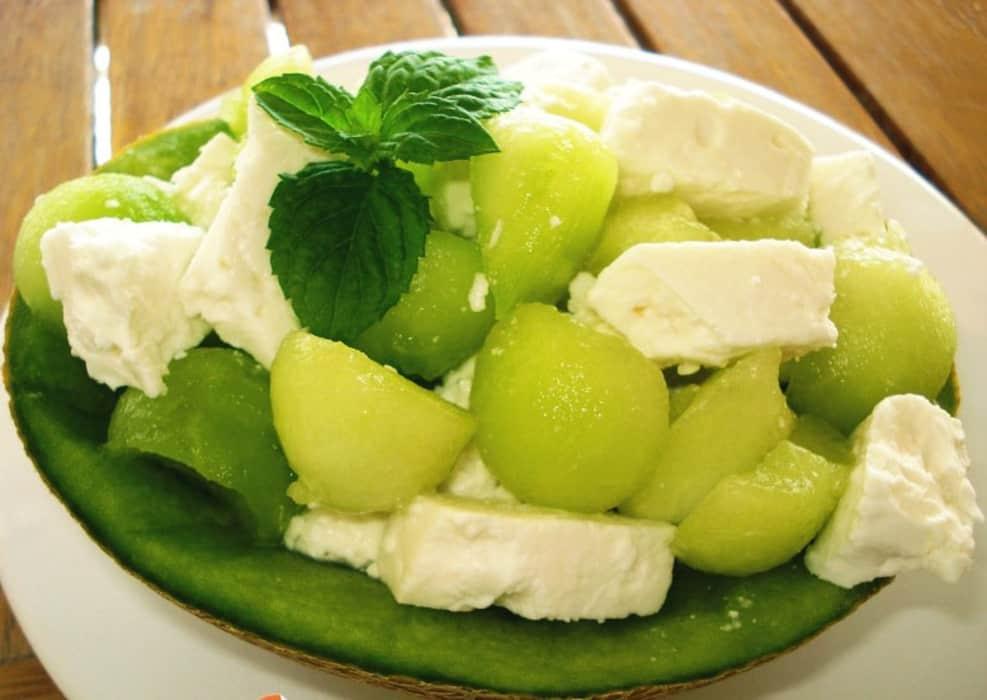 Σαλάτα με πεπόνι και τυρί