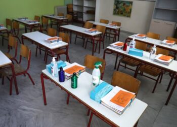 Σχολεία: Self Test και σχολική κάρτα κόντρα στους αρνητές του εμβολίου – «Καμπανάκι» από τον Αρειο Πάγο στους αντιεμβολιαστές γονείς